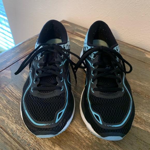 Asics Shoes - Ladies ASICS Gel-Cumulus Size 9